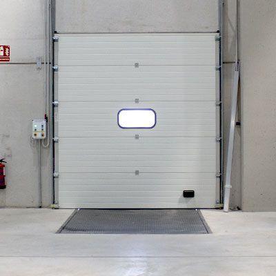 puertas seccionales de andén de carga