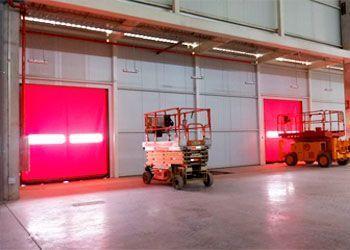 instalación puertas de rollo rápido de PVC
