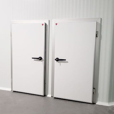 puerta abatir frigorífica industrial