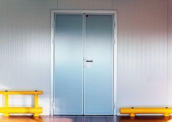 puerta de abatir industrial