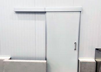 puerta corrediza de servicio