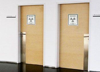 puerta sala rayos X