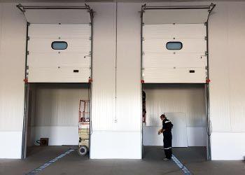 puerta seccional para muelle de carga